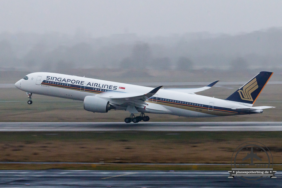 SIA Airbus A350-900 9V-SMH